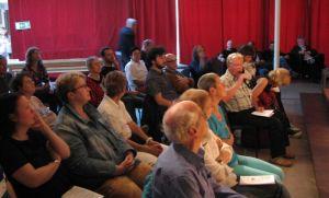 Zuschauer bei der Abschlußdiskussion. © H. Bochert